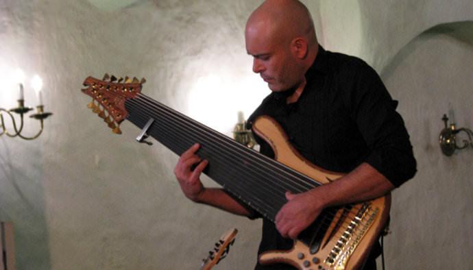 12-струнная бас гитара