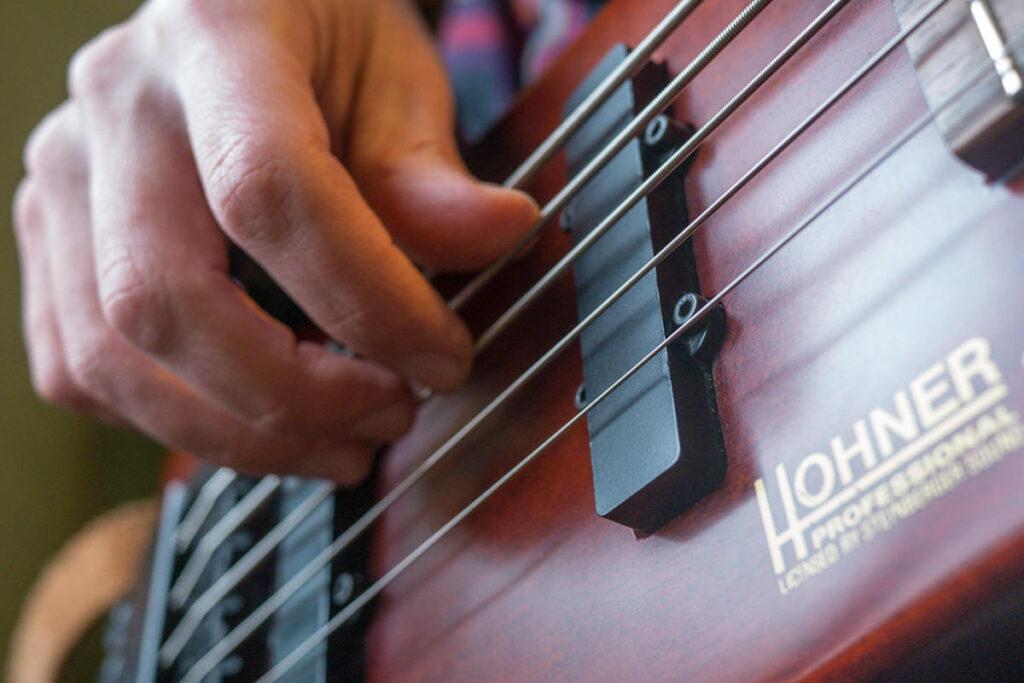 Трезпальцевая техника на бас гитаре